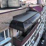 Прозрачный козырёк-маркиза установленный по краям бетонной плиты